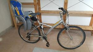 Bicicletta City Bike Btwin con seggiolino