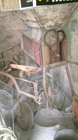 Antico scuotitore per olive anni 60