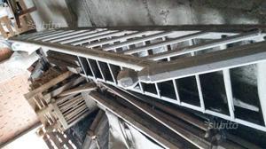 Vecchia scala in legno