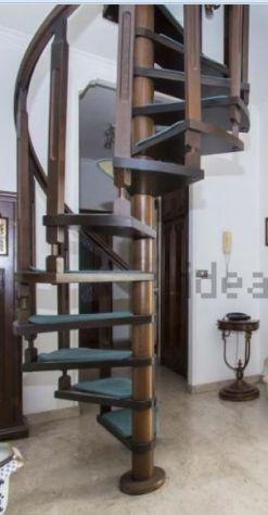 Vedendo scala a chiocciola in legno diametro 120 cm