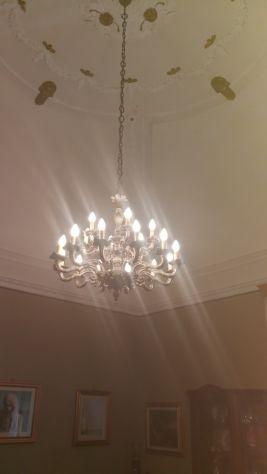 Lampadario di pregio in ottone anticato a 18 luci