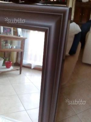 Specchio nuovo con cornice in legno scuro