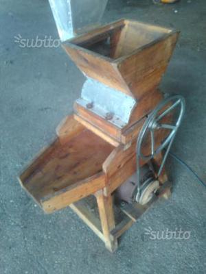 Antico mulino elettrico per cereali