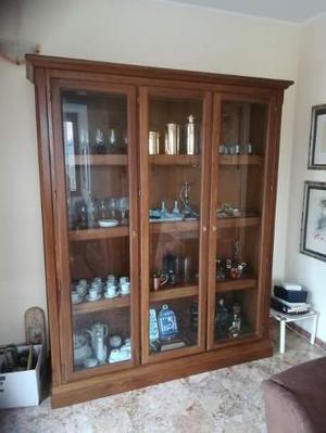 Mobile in legno e vetro