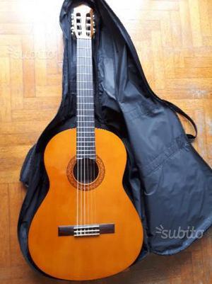 Chitarra classica YAMAHA - come nuova