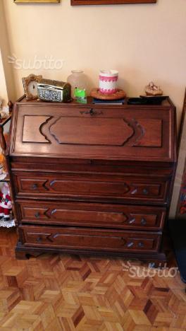 Ribaltina in legno colore noce con cassetti
