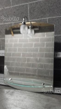 Specchio con mensola e lume centrale da bagno