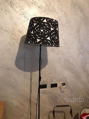 Lampada piantana bianca e nera