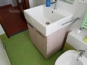 Lavabo pilozzo con mobiletto