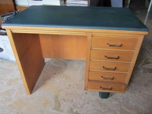 Piccola scrivania in legno 50 posot class for Scrivania piccola