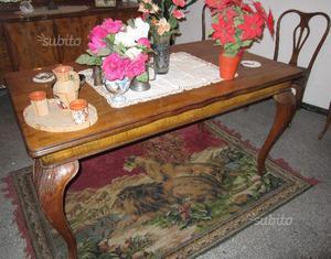 Antico tavolo e sei sedie