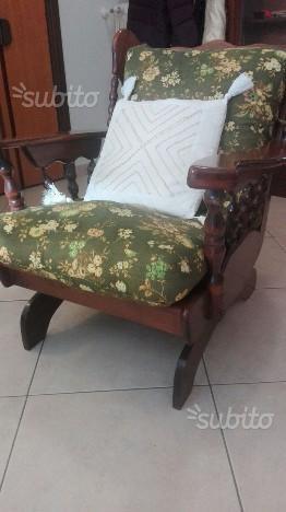 Sedia a dondolo in legno massello