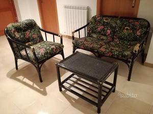 Set divanetto + poltrona + tavolino in legno