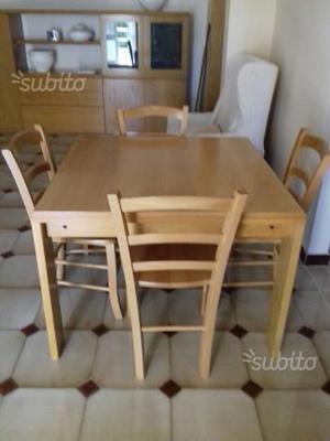 Tavolo allungabile con 4 sedie + parete soggiorno