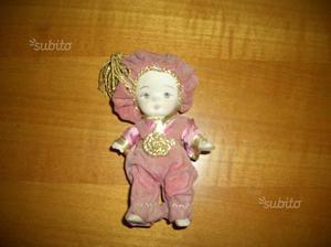 Vecchia bambolina in porcellana