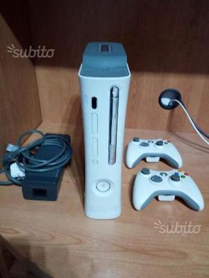 Xbox 360 con 2 joysick e giochi vari