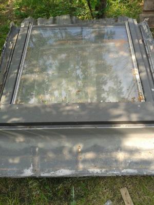 Un telaio antiporta in legno con lucernario vetro posot for Lucernaio velux