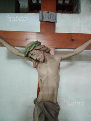 Statua di Cristo in croce
