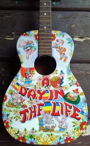 Chitarra decorativa vero strumento dipinto a amano