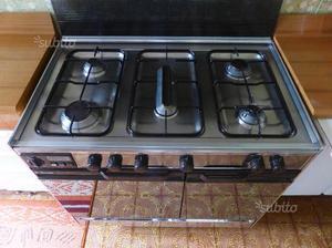 Cucina a gas con forno e 5 fuochi