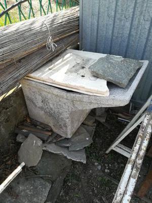 Lavatoio in cemento e mobile in ferro per esterno