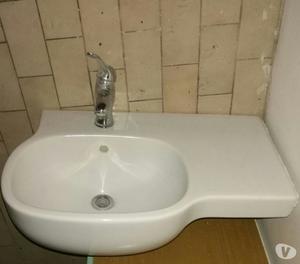 lavandino bagno con miscelatore