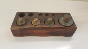 Set pesi bilancia con contenitore in legno