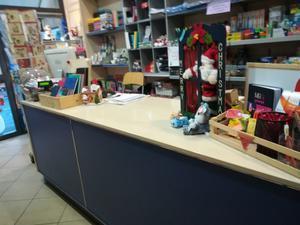Arredamento per negozio abbigliam calz varie posot class for Arredamento cartoleria usato