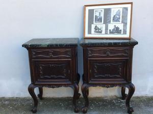 Coppia di comodini stile Chippendaile con marmo nero.