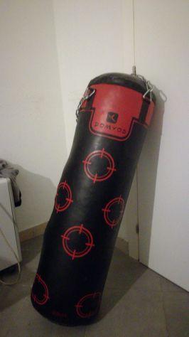 sacco boxe con supporto muro