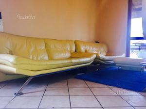 2 divani in pelle, colore giallo + pouf trasporto