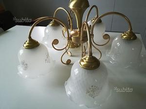 Lampadari e applique uguali