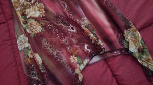 Abito elegante vestito di chiffon bordoux con fiori