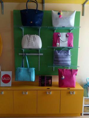 Arredamento negozio abbigliamento e accessori