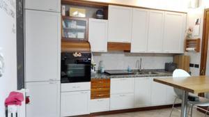 Cucina completa di elettrodomestici rosa e bianca | Posot Class