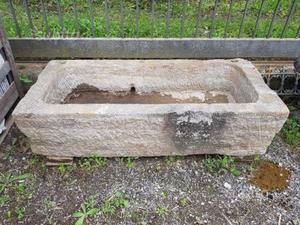 Antica vasca in pietra