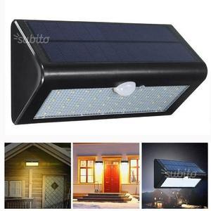Lampada da parete con pannello solare con sensore