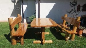 Panche e tavolo in legno di castagno