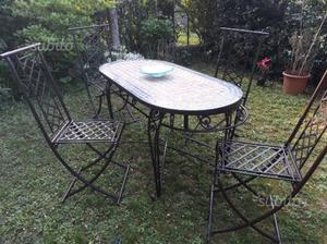 Tavolo da giardino in mosaico e ferro battuto