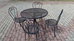 Tavolo in ferro da esterno