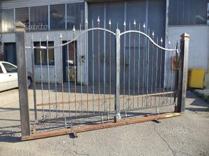 Cancello in ferro di 400 x 165 x 205 su monoblocco