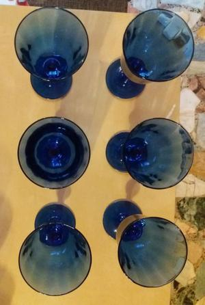 Servito di bicchieri a calice in cristallo blu nuovi