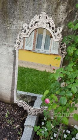 Specchio in stile shabby chic