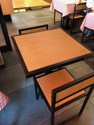 Stock tavoli e sedie in ferro e legno.