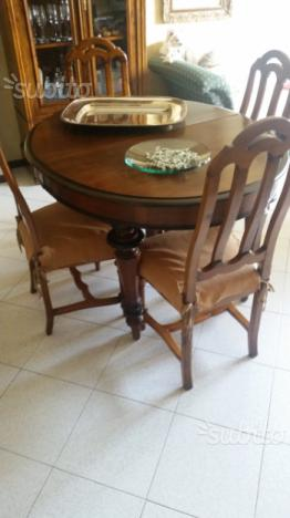 Tavolo in noce allungabile con 6 sedie