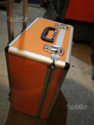Troller.valigia in.alluminio