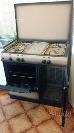 Cucina e forno a gas 100 euro trattabili