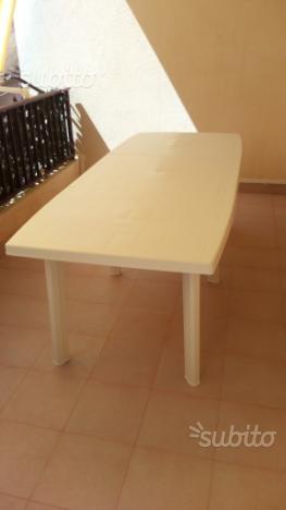 Tavolo bianco da esterno in plastica, allungabile