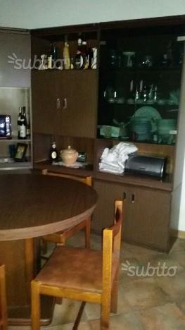 Arredo cucina seminuovo posot class for Tavolo tondo estensibile