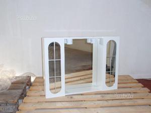 Mobile bagno bianco con antine e specchio